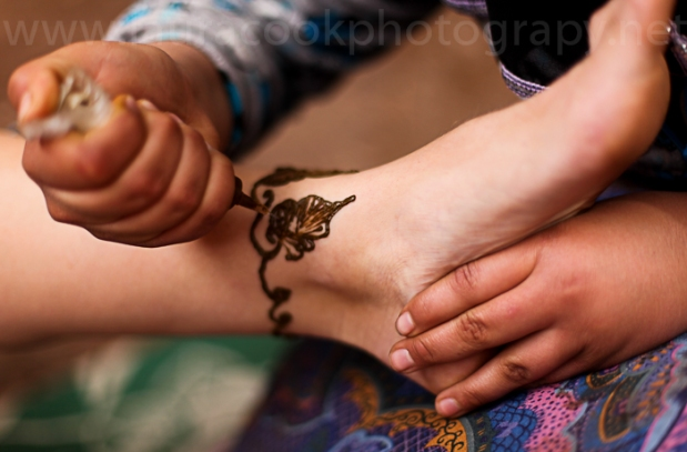 While the tea comes to the boil one of Fatima's family members creates a beautiful henna design.