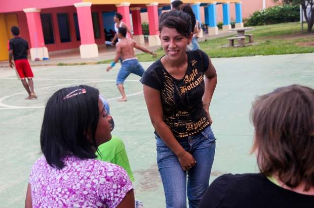 Alondra's aunty was worried about her and the choices she was making and phoned the police. The police picked up Alondra who was drunk and took her to Casa Alianza (the project caring for and empowering children who have been living on the streets).
