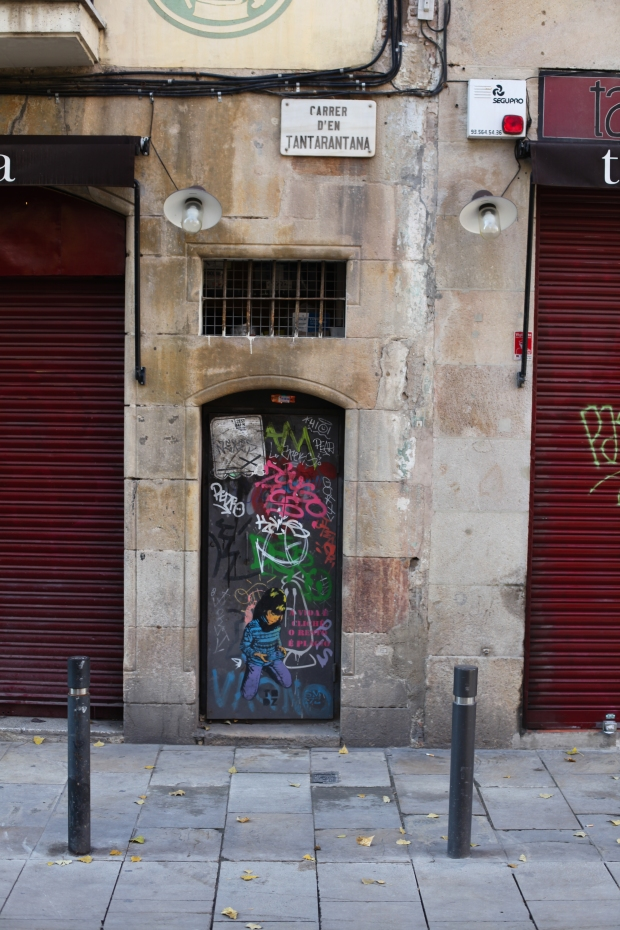 I love the little hidden doorways dotted around the Old City of Barcelona.