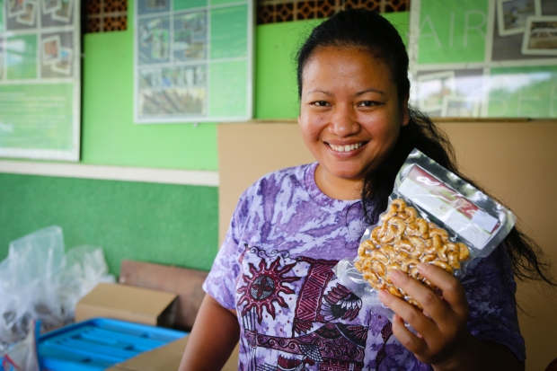 Entrepreneurs like Endang are helping small businesses such as cashew production move from strength to strength.