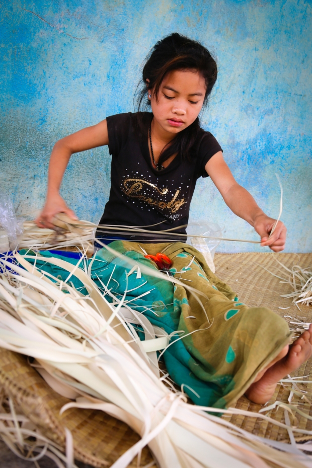 We met around twenty women and teenage girls weaving. They make small boxes that are sold as Christmas gifts and to hotels in Bali.