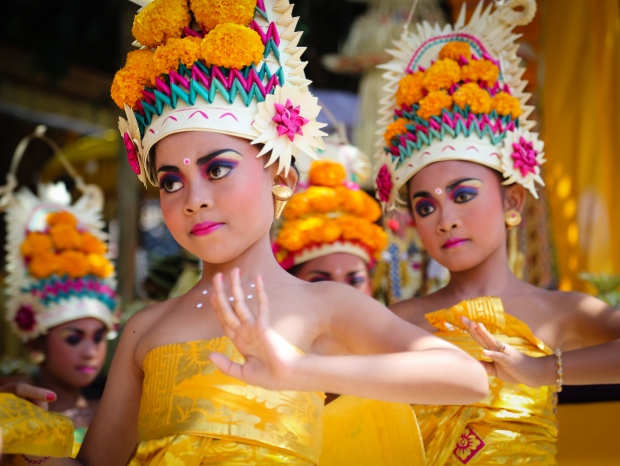 Girls weave intricate dance moves around symbolic points in the temples. Balinese dance is delicate, detailed and quite hypontising.