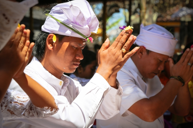 As you might imagine prayer does form a central part of the ceremony and as the the week went on hundreds and hundreds of worshippers gave offerings and prayed.