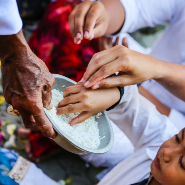 Rice and water is offered to the worshippers.